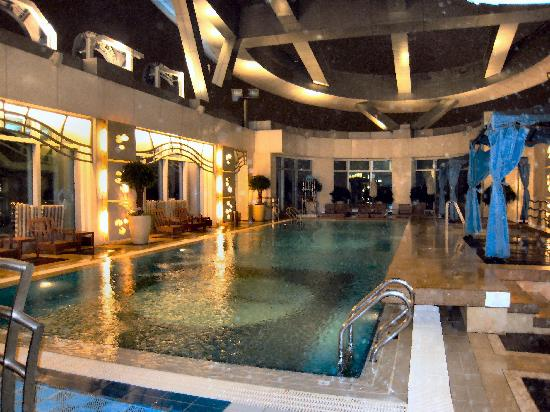 Cordis, Hong Kong at Langham Place: piscine sur le toit
