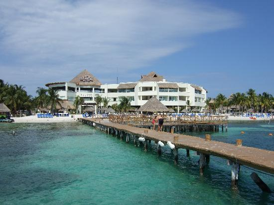Isla Mujeres Palace: hotel from the dock