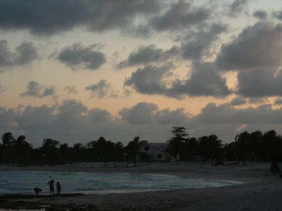 Paamul Hotel: The Beach at Sunset - Paa Mul