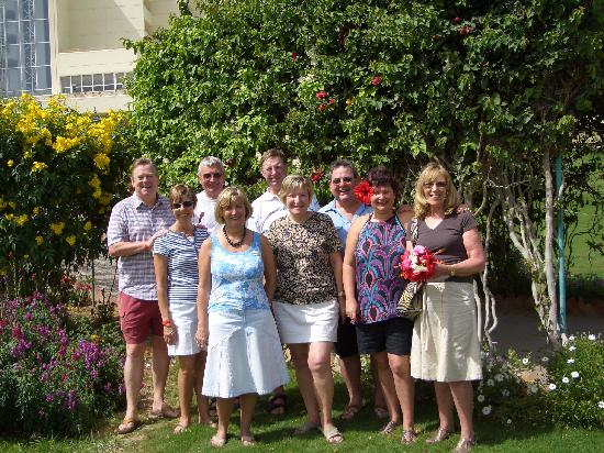 Hilton Hurghada Plaza: Our group in hotel garden