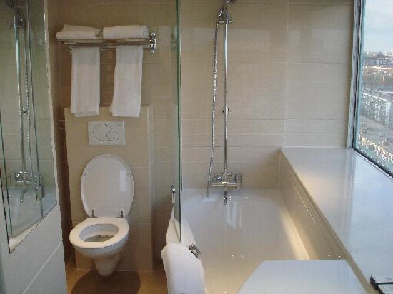 BEST WESTERN Blue Tower Hotel: bain douche wc