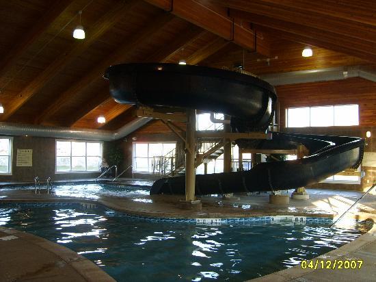 Comfort Suites Coralville: Waterslide pic #2