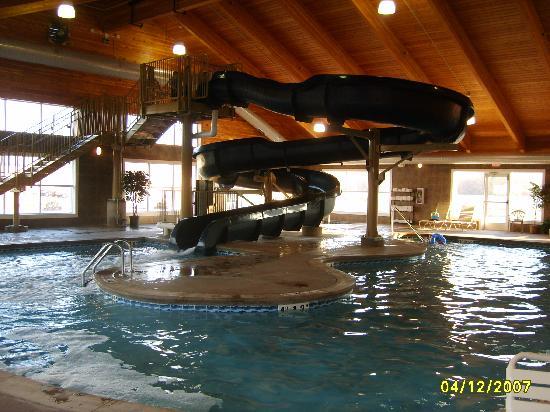 Comfort Suites Coralville: Waterslide pic #3