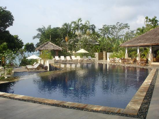 Chandara Resort & Spa: The deserted main pool!