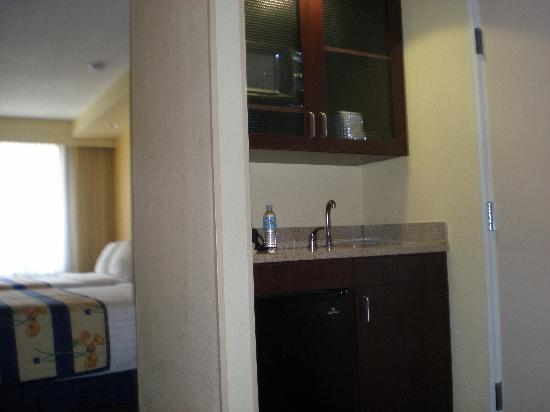 SpringHill Suites by Marriott Bakersfield: wet bar
