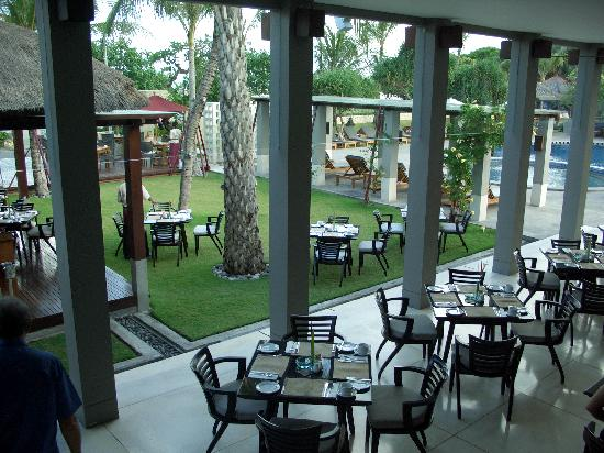 Bali Niksoma Boutique Beach Resort: Outdoor dining