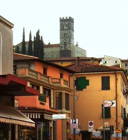 Alpino Hotel Ristorante: The Old town of Barga from our bedroom