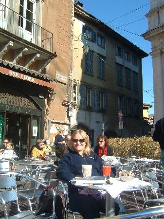 Albergo Il Sole: Hotel in background
