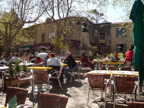 Le Jardin de la Cite : The beautiful square in the Cite