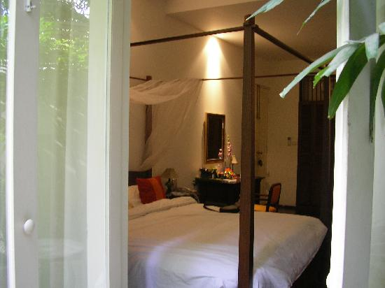 Ibrik Resort in the city: view of emerald room from the garden door