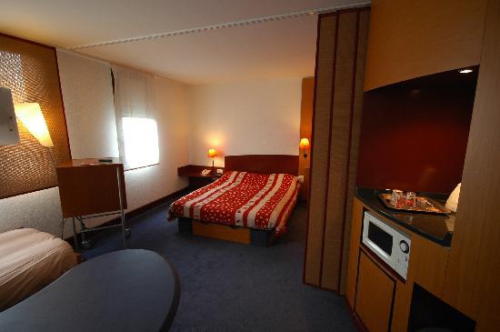 Novotel Suites Calais Coquelles Tunnel sous La Manche : Room