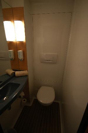Novotel Suites Calais Coquelles Tunnel sous La Manche : Toilet