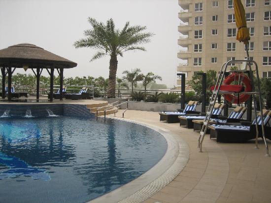 Copthorne Hotel Dubai : Poolside facing gd view of Dubai Creek