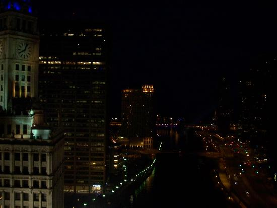 Trump International Hotel & Tower Chicago: View of River at Night