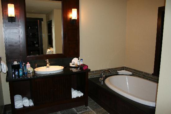 Nita Lake Lodge: Bathroom