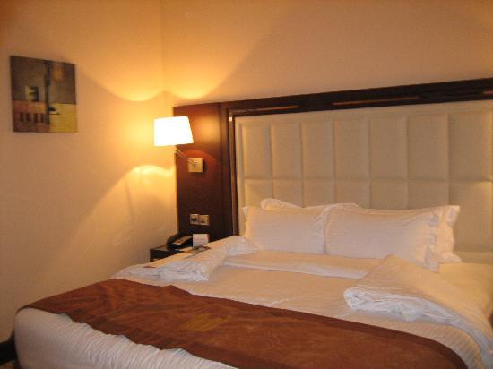 Copthorne Hotel Dubai : Bed