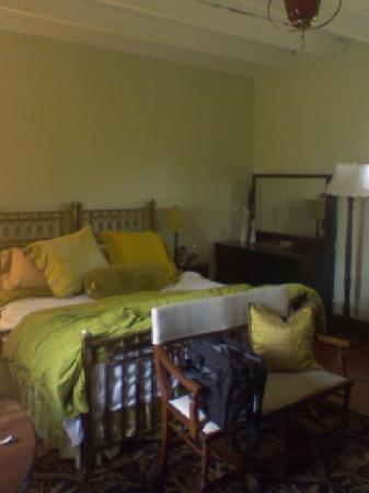 High Meadows Inn: Room1