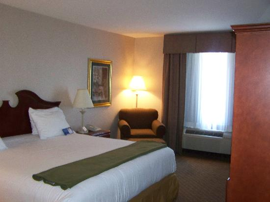 Holiday Inn Express Hotel & Suites Pine Bluff: Room View