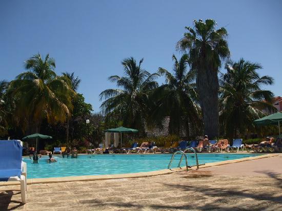 Un des 2 piscines
