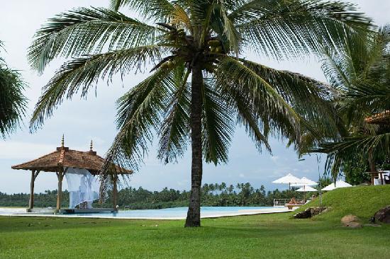 Saman Villas: around hotel