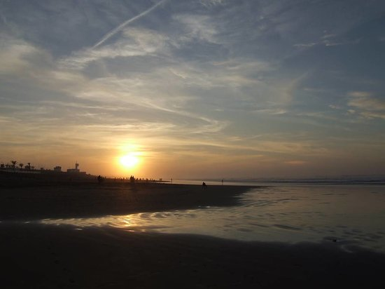 Casablanca, Marocco: I really enjoyed looking at sunset on the beach..it was amazing!!