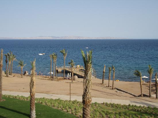 Le Meridien Dahab Resort: jetty and view to Saudi