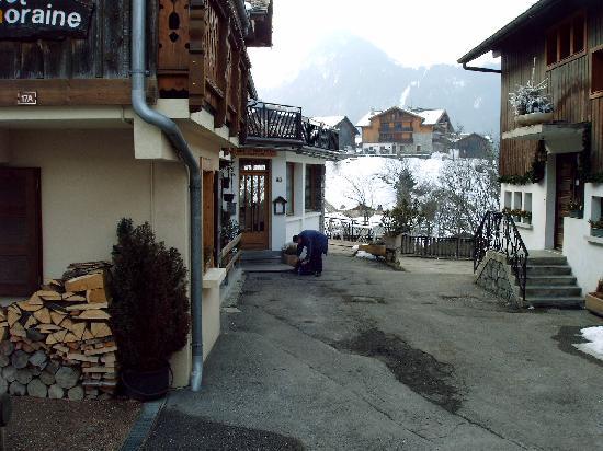 Hotel Le Grand Tetras : entrance