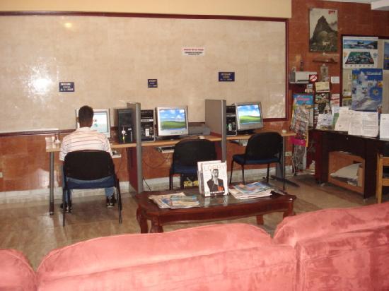 Euro Hotel: hall de entrada y sala de internet