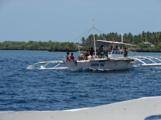 Talima Beach Villas and Dive Resort: One of the boats that transport you from Hilton Pier to Olango Island
