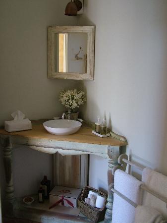 Heatherlie: Bathroom