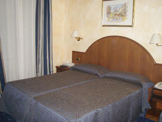 Nuovo Hotel Quattro Fontane: habitación