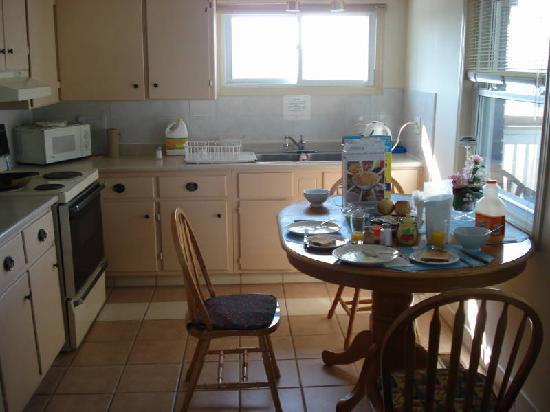 Rainbow Bed and Breakfast : Kitchen