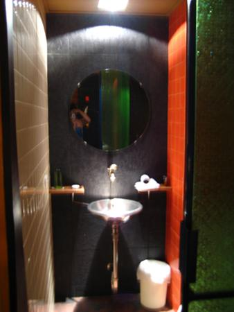 โรงแรมไดมอนด์ เฮ้าส์: Sink
