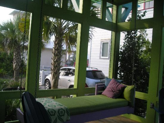 Carillon Beach : Screened porch with swing lounger. Perfect for napping or reading a book.