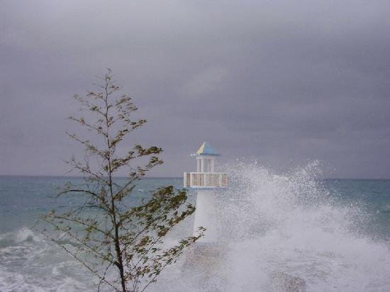Negril Escape Resort & Spa: Stormy weather1