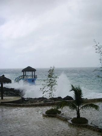 Negril Escape Resort & Spa: stormy weather3