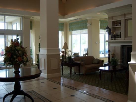Hilton Garden Inn Solomons: Lobby
