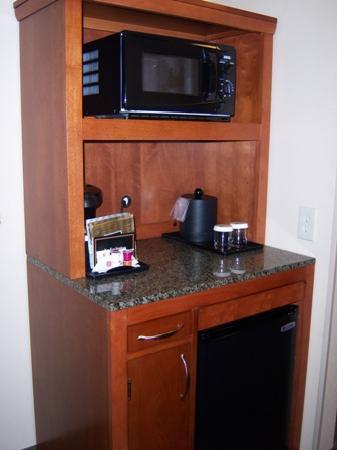 Hilton Garden Inn Solomons: Microwave - Coffee - Refrigerator