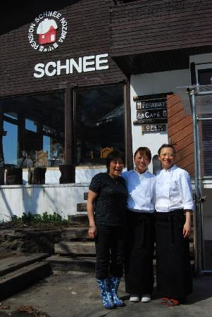 Pension Schnee: The team - mom and the two daughters