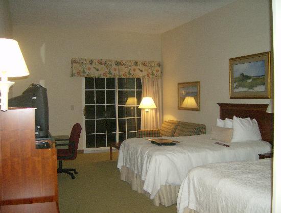 Hampton Inn & Suites Outer Banks / Corolla: room