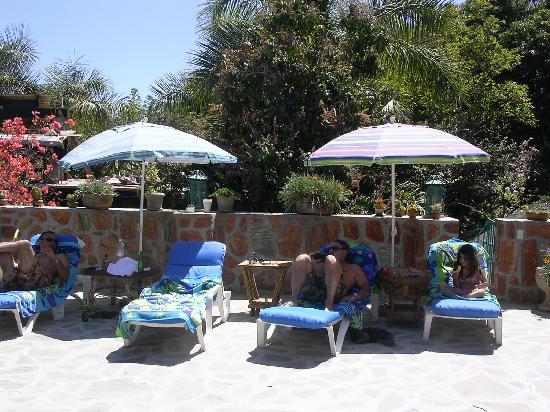 Casa Bentley: patio ouside our room poolside