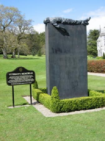 Adare Manor: sculpture