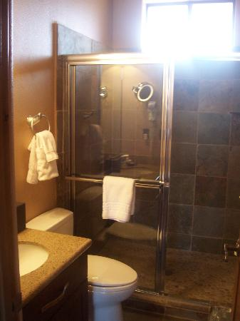 Red Mountain Resort: second bathroom