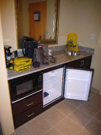 Hampton Inn Baltimore Downtown Convention Center Mini Wet Bar Area
