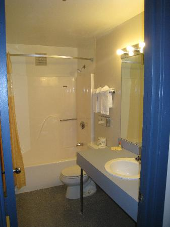 Days Inn Shrewsbury Worcester: Bathroom
