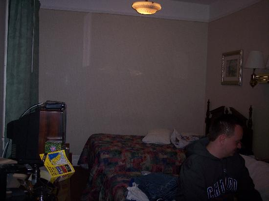Inn at Lincoln Park : This is what our room looked like