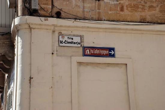 Paola, Malta: Hypogeum - sign