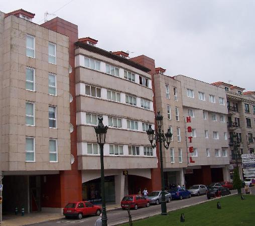 Hotel Colon Tuy: entrada del hotel