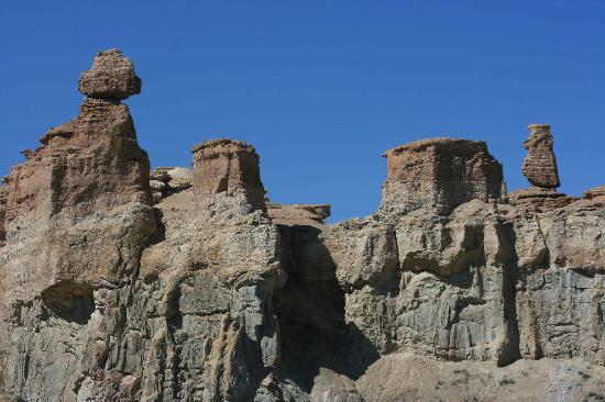 Charyn Canyon: There are many interesting rock formations.