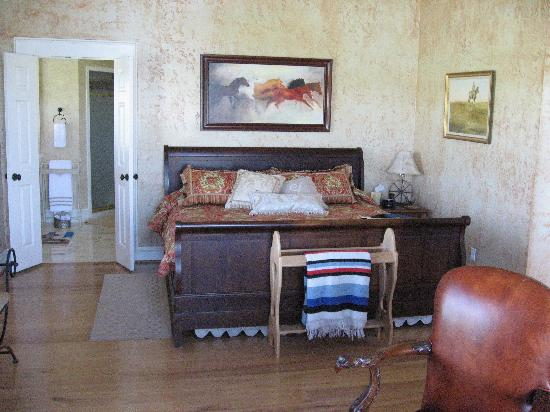 Lillian Farms Country Estate: Longhorn Suite